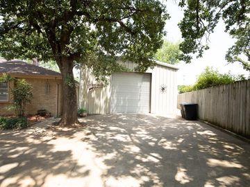 105 Shadowoak Court, Burleson, TX, 76028,
