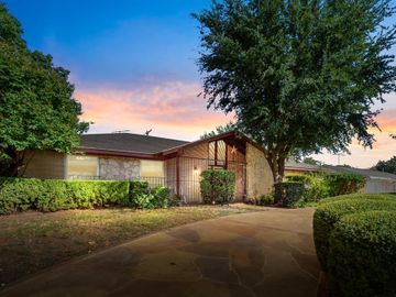 316 Brookview Drive, Hurst, TX, 76054,