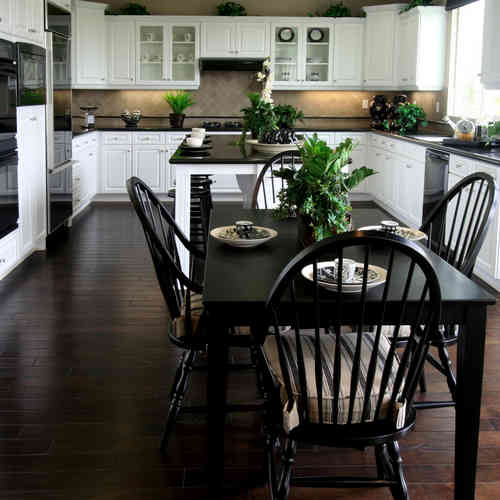 Homes With Eat In Kitchens