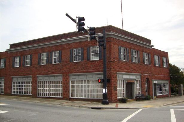 101 E Mountain Street