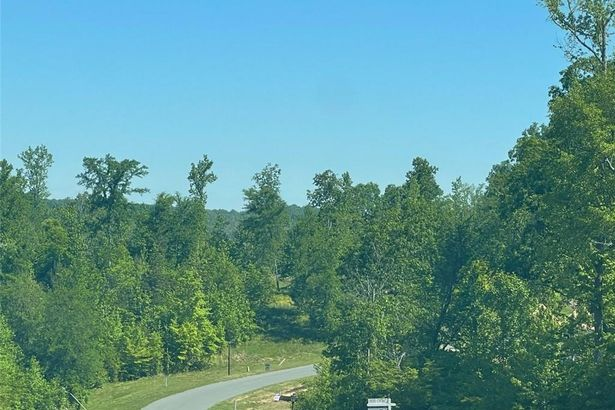2512 Rivers Edge Road