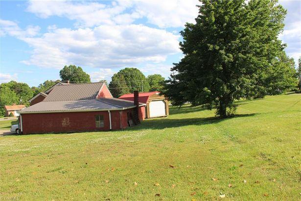 1001 W Clemmonsville Road