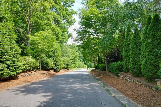 670 Willowbrook Lane