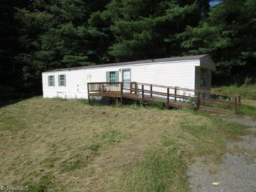 40 Mayberry Farm Drive, Sparta, NC, 28675,