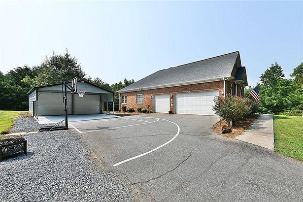 1021 Chestnut Mountain Drive