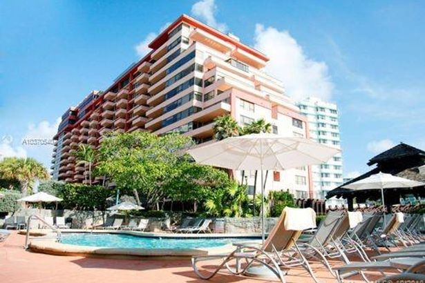 5225 Collins Ave #403