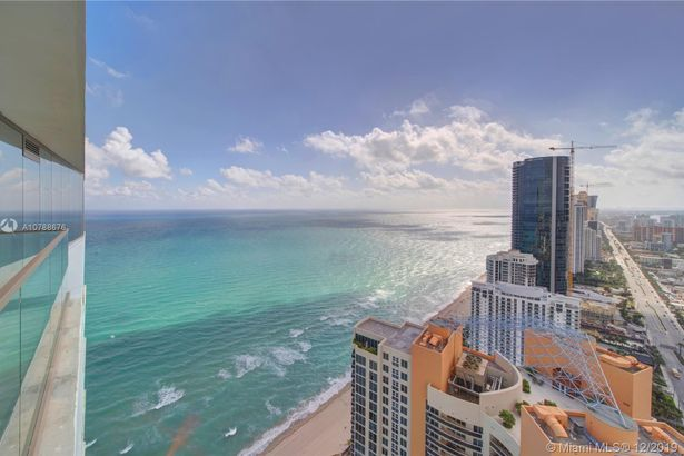 18975 Collins ave #4305