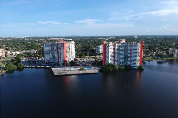 1301 NE Miami Gardens Dr #1516W