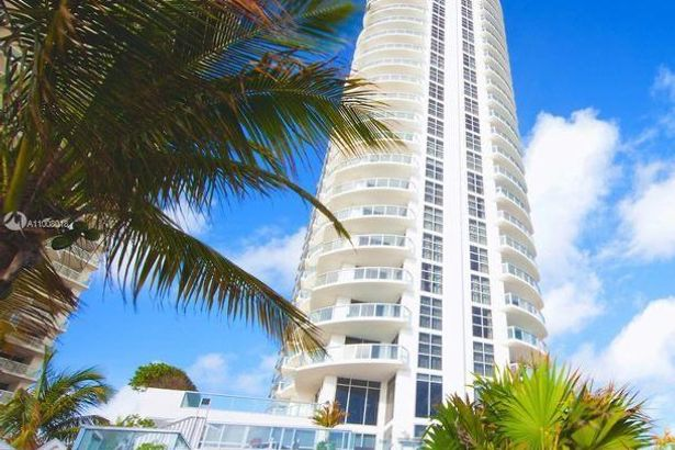 18683 Collins Ave #1108