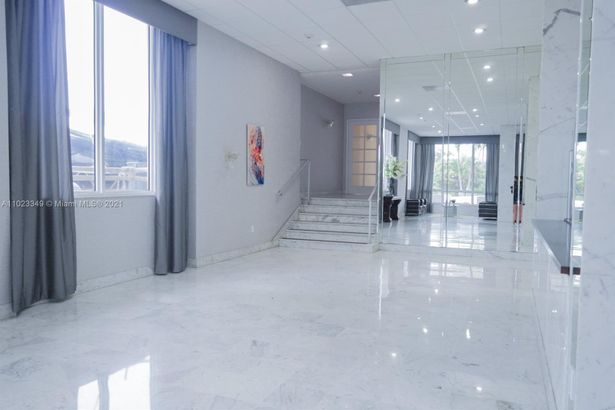 5001 Collins Ave #1G