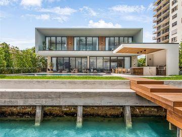 831 N Venetian Dr, Miami Beach, FL, 33139,