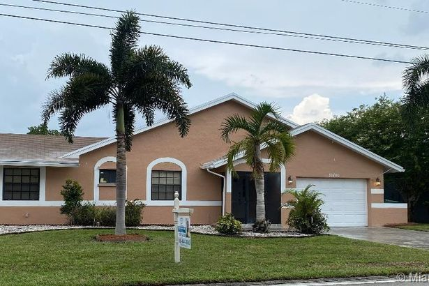 10406 NW 71st Pl