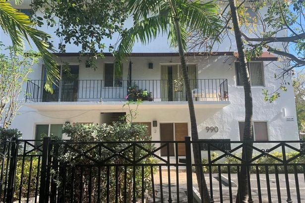 990 NW 1st St #4