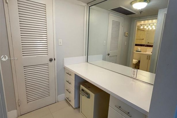 5225 Collins Ave #1205