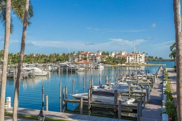 19136 Fisher Island Dr #19136