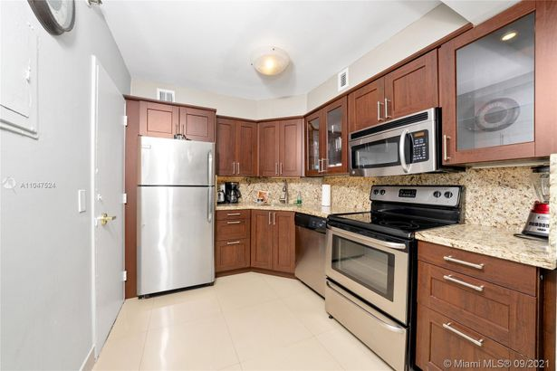 5225 Collins Ave #416