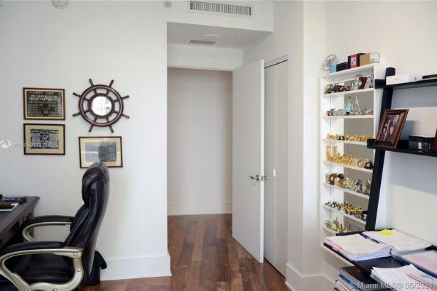 901 Brickell Key Blvd #806