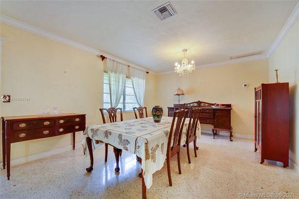 5610 Alhambra Cir
