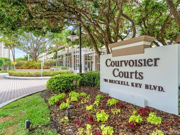 701 Brickell Key Blvd #906, Miami, FL, 33131,