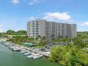 90 Edgewater Dr #815, Coral Gables, FL, 33133,