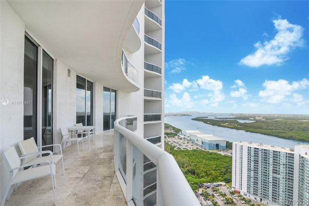 15811 Collins Ave #3005