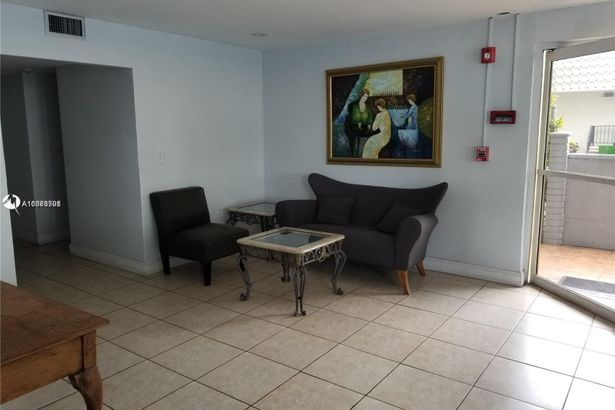 1145 Normandy Dr #305