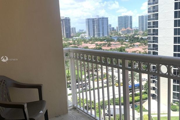 19201 Collins Ave #1117