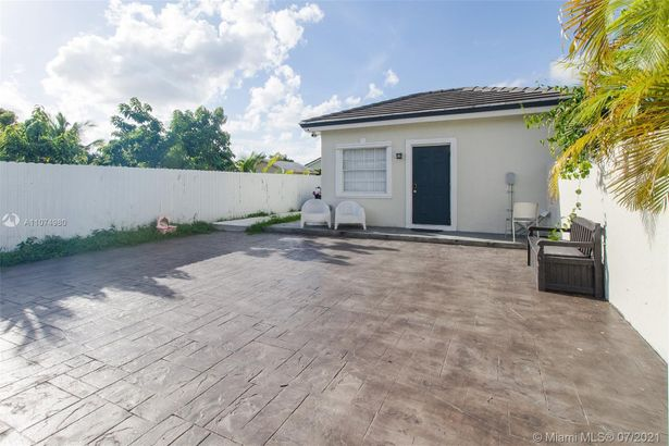 1540 NW 15th Ave