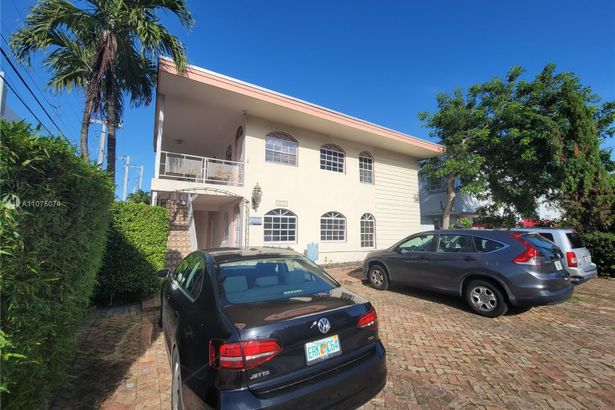1575 West Ave #12