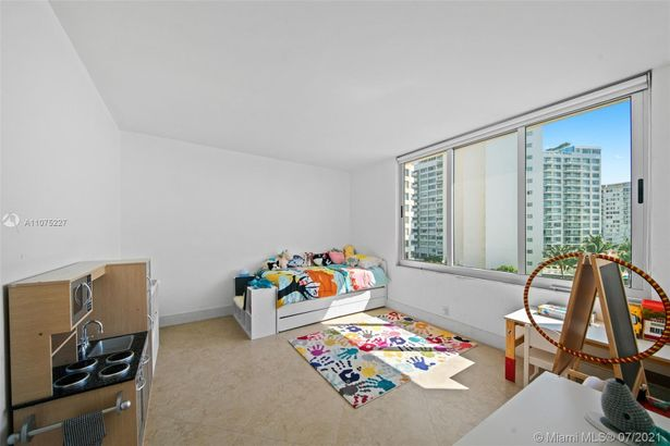 1200 West Ave #526