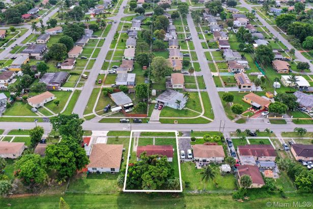 611 NW 34th Ter