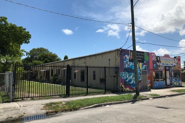 660 NW 29th St
