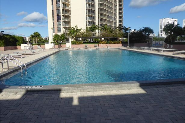 20301 W Country Club Dr #1027