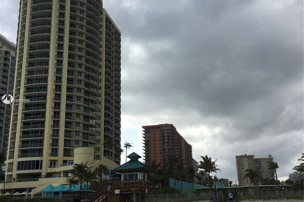 17375 Collins Ave #2506