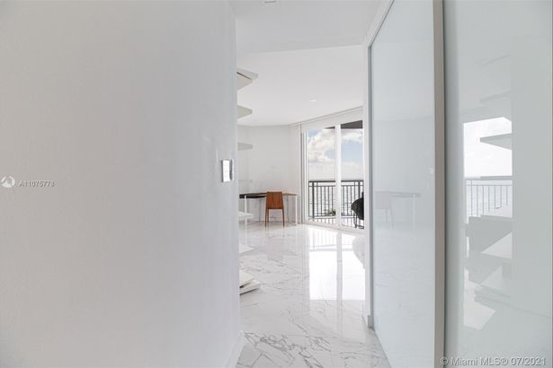 17375 Collins Ave #701