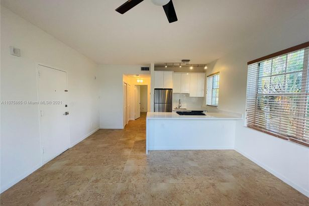 1523 West Ave #204