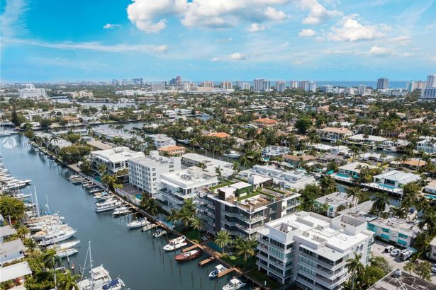 141 Isle Of Venice Dr #2 South