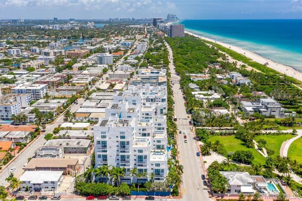 7600 Collins Ave #103