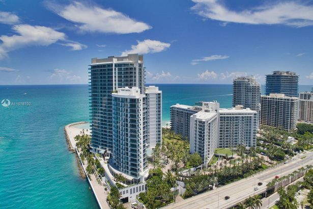 10295 Collins Ave #702