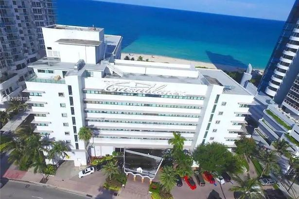 6345 Collins Ave #525