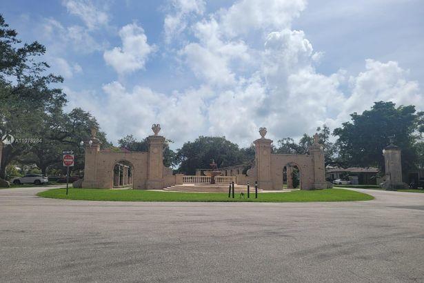 1559 San Benito Ave