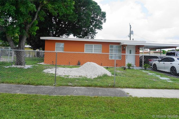 1811 NW 26th Ave