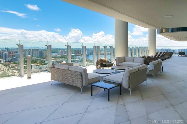 18501 Collins Ave #1903