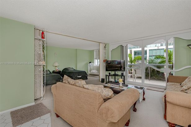 6039 Collins Ave #530