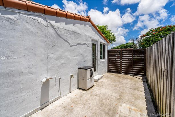 4015 NW 4th Ter