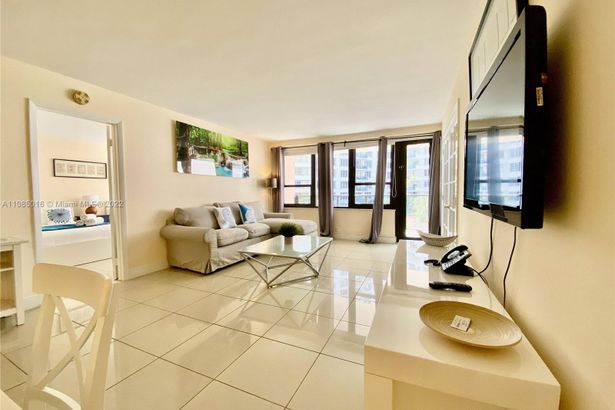 5225 Collins Ave #411