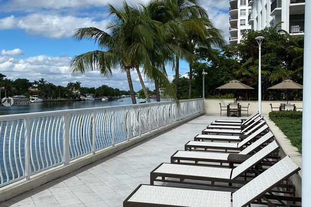 5600 Collins Ave #12G