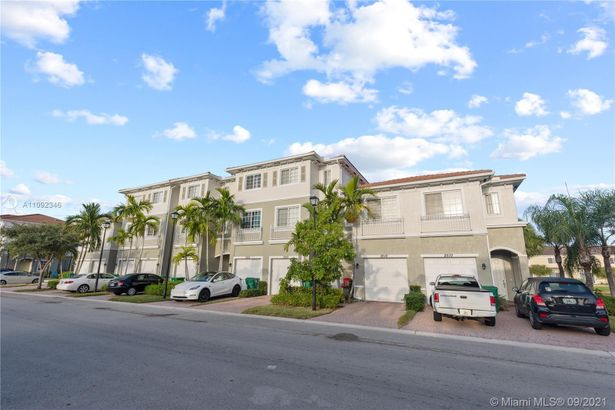 2616 SW 81st Ave #1007