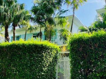 911 Meridian Ave #201, Miami Beach, FL, 33139,