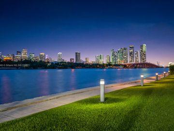 1000 Venetian Way #TH 113, Miami, FL, 33139,